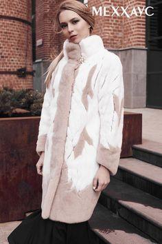 Шуба из меха норки. Модель: М027. Цена: 210.000 руб. Saga Furs. Сделано в России. Описание товара: Цвет: капучино, белый вельвет. Длина: 88 см. Длина рукава: 7 / 8. Воротник: стойка. Дополнительно: инкрустация из белой норки и кожи на спине и рукавах. Контакты для заказа: бесплатный звонок по РФ 8 800 250 53 98 WhatsApp/Viber/tel 89127342294 #Меххаус Ссылка на модель: https://xn--80ajuwjka.xn--p1ai/women/shuby/shuby-iz-norki/shuba-iz-mexa-norki-m027