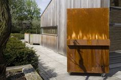 A mobile outdoor fireplace for garden or terrace. © Tulp