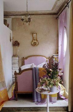 Pretty purple bedroom at Longborne...