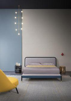 Salone del Mobile 2017 | letto AMANTE design by Cristina Celestino, moduli DEDALO, tavolino HAIK | AMANTE bed design by Cristina Celestino, DEDALO drawer units, HAIK side table | PIANCA | www.pianca.com