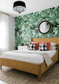 chambre à coucher élégante déco blanc et beige papier peint jungle