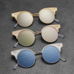 See things in a different light with the limited edition BV15 sunglasses #BottegaVeneta #BottegaVenetaWoman #BottegaVenetaEyewear