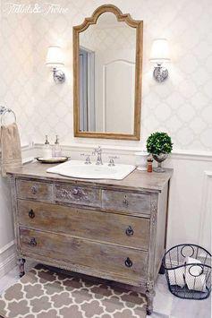 Un meuble de salle de bain très original, il s'agissait d'une ancienne commode.  The Most Inspirational Farmhouse Bathrooms for your remodel! Rustic Bathroom Renovation