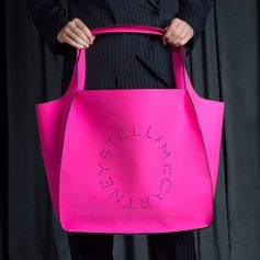 Carry-all cool. The new Stella logo tote bag in vibrant hues makes for an ideal everyday (vegetarian) bag with distinction... #StellaMcCartney