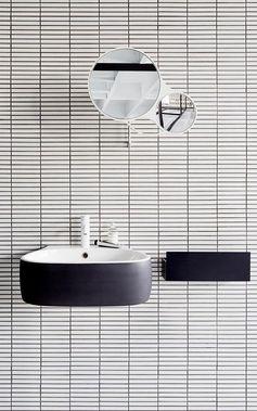 salle de bain graphique noire et blanche #whitetile #roundmirror #black #nice…                                                                                                                                                                                 Plus