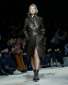 Monogram Macassar Glaze on Kate Moss at the Louis Vuitton Fall-Winter 2018 Fashion Show by Kim Jones. See all the looks now at louisvuitton.com.