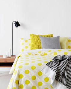 Yellow polka dots habitación blanca y amarilla