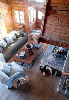 Le séjour cosy d'un chalet typique