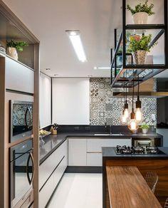 Inspiração de cozinha com ilha de preparo, combinando o Black ao branco e terrosos. Gostaram da composição? . ⠀ ✍🏻 Autori