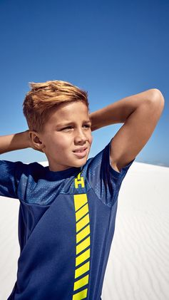 Comfortable fits, high-tech fabrics and shiny neon colours: explore our new sportswear for kids. | H&M Kids