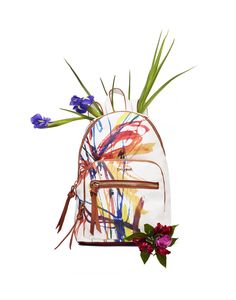 Women's white backpack with contrasting arty print, handle detail and pockets. Measures 25 x 11 x 34 cm. Discover it on Desigual website, it´s even more beautiful.