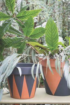 Décorer des pots inspiration ethniquePeignez vos pots de fleurs et apportez de l'originalité à votre jardin !