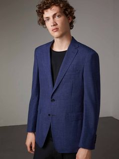A single-breasted jacket cut for a modern fit and crafted from wool, silk and linen. The Italian-made design has a half-canvas construction with several layers of natural horsehair. Expertly cut and shaped, the canvas creates a structured chest, soft lapel roll and a tailored collar. Sartorial details include set-in sleeves, large patch pockets and a Melton undercollar.