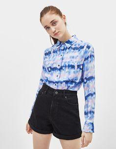 Tailored tie-dye shirt with pocket | Bershka  #newin #trend #trendy #cool #fashion #outfit #ideas #inspiration #look #woman #mujer #new #in #bershka #bershkacollection #moda #tiedye #desteñido #tendencia #trend