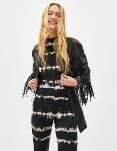 Faux leather overshirt with fringing | Bershka  #newin #trend #trendy #cool #fashion #outfit #ideas #inspiration #look #woman #mujer #new #in #bershka #bershkacollection #moda #polipiel #biker #chaqueta #jacket #tendencia #trend #fauxleather