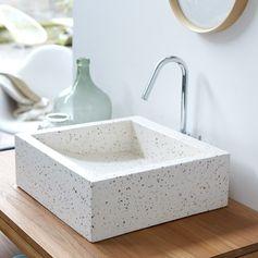 Sublimez votre salle de bain avec notre vasque en terrazzo Pegase Confetti. Son design original apportera à votre pièce une touche de modernité et d'originalité pour un intérieur unique tout en style. #tikamoon