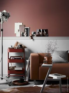 Intérieurs et ambiances d'automne. Peinture et décoration marron terracotta.