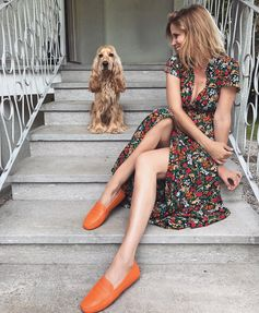 Filippa Lagerback ready to enjoy the day with her friend Whisky  and her #TodsGommino. #FilippaLagerback