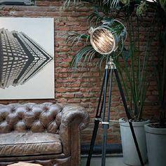 Lampadaire cinéma spot en métal et trépied en bois noir Kraken : Decoclico