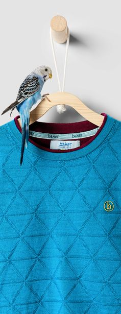 Add to his cold weather wardrobe with Ted's cosy CAARTA jumper. Made from a soft blend of cotton and Merino wool, it comes in a day-brightening hue with a textured geometric print for a contemporary twist.