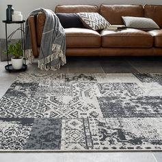Un tapis en velours gris