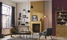 On joue avec les volumes de la pièce pour trouver l'équilibre entre les couleurs, avec un jaune moutarde et un violet profond.