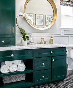 My absolute FAVORITE result of the #oneroomchallenge this year! This amazing bathroom makeover is brought to you by Veronica Solomon of…