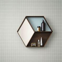 Miroir hexagonal en chêne avec étagères (2 modèles) Ferm Living : Decoclico