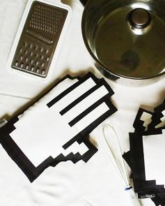 Pixelated oven mittens