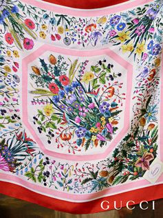 A lavish garden filled with colorful flowers continues to inspire the House narrative and for Fall Winter 2018, it translates into new floral patterns. Bouquets of mixed wildflowers are depicted within red geometric frames in the print decorating this silk scarf.