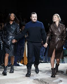 Naomi Campbell, Kim Jones and Kate Moss. Finale from the Louis Vuitton Fall-Winter 2018 Fashion Show by Kim Jones. See all the looks now at louisvuitton.com.