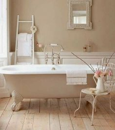Ajoutez une chaise pour rendre la salle de bain plus élégante