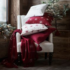 H&M HOME | Transform your living room into a magical space with floral-printed cushion covers, star-studded blankets and sweet words in reds, whites and golds. Shop in store and online