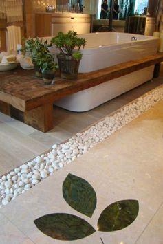 Baignoire intégrée dans un plan en bois massif   Très joli effet qui est proposé avec cette baignoire intégrée dans un plan en bois massif...