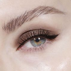 Simple and delicate. I couldn't decide on liner or shadow so I did a bit of both.