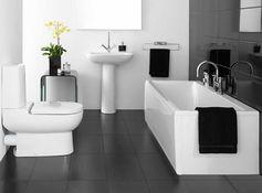 carrelage noir pour la salle de bain noire, baignoire blanche