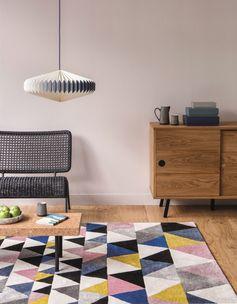 Tapis Scandi  Scandinave, tapis géométrique, multicolore, bleu, noir, gris, blanc, rose, jaune moutarde.