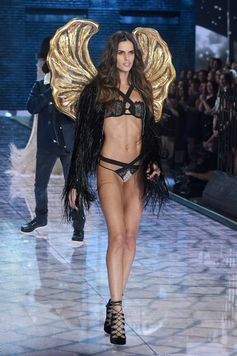 The Looks We Loved From the 2015 Victoria's Secret Fashion Show | Izabel Goulart