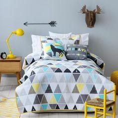 chambre adulte design en bleu et jaune