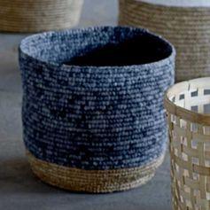 Panier rond (par 2) en rafia bicolore naturel et gris-bleu Bloomingville : Decoclico