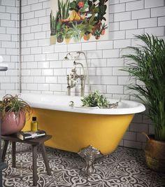 Salles de bain avec baignoire : choisissez une baignoire de couleur