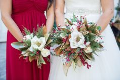Winter bouquets | Rustic Christmas Wedding | Shelly Taylor Photography #flowers #bouquets