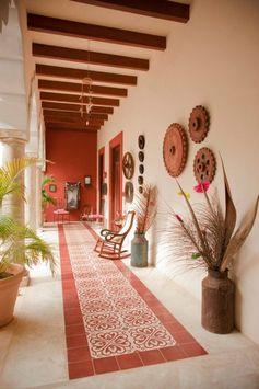 déco de style sud ouest américain à esprit hacienda, pan de mur et carrelage en teinte terre de sienne, des poutres apparentes en bois