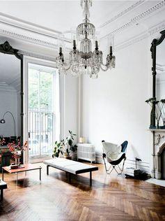 Piękny salon, połączenie stylu skandynawskiego ze wspaniałą sztukaterią i bogatymi dodatkami. Nic dodać, nic ująć. :) #livingroom #livingroomideas #livingroomdecor #design #scandinavian