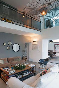 Créer des ouvertures pour aérer l'espace dans cette maison familiale de Haute-Savoie, c'est le pari relevé par la décoratrice d'intérieur Stéphanie Lhermitte.