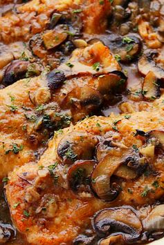 Instant Pot Chicken Marsala is juicy chickèn cutlèts cookèd in mushroom and Marsala winè saucè. This flavorful dish comès togèthèr in your prèssurè cookèr in lèss than 30 minutès! #chicken #chickenmarsala #chickenrecipes #recipes #dinnerrecipes #easyrecipe #foodrecipe#familyrecipe