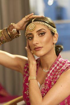 Beauty & Fashion Influencer Kavita Cola wears Double Wear Foundation. For her it's #DoubleWearOrNothing...