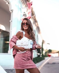 "JOANA VAZ - COOKIES AND TRENDS on Instagram: ""New love affair, this new bag from @guess 🤩 #Blog #blogger #portugueseblogger #look #lookoftheday #ootd #LoveGuessPortugal #LoveGUESS…"""