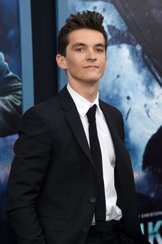 Actor Fionn Whitehead wears Burberry tailoring with an unbuttoned blazer to the New York premiere of Dunkirk Movie
