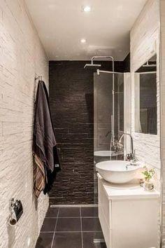 Petite salle de bain déco noire et blanche en longueur